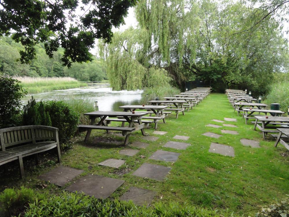 Mayfly riverside pub